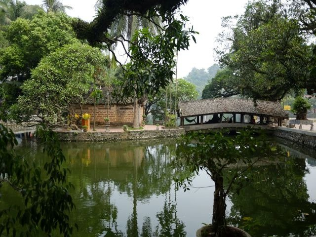Chua Thay lake and bridge