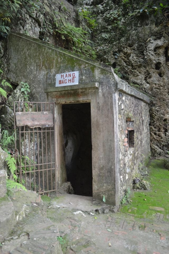 entrance to uncle ho's cave near chua thay