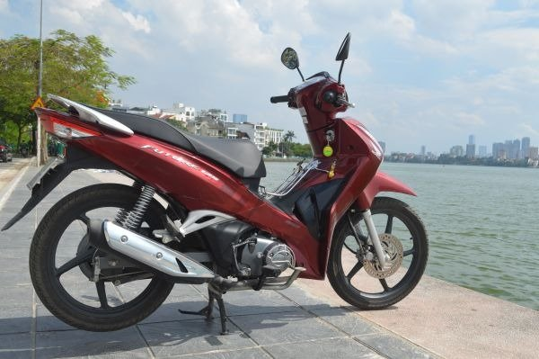 Honda Future 125cc on West Lake