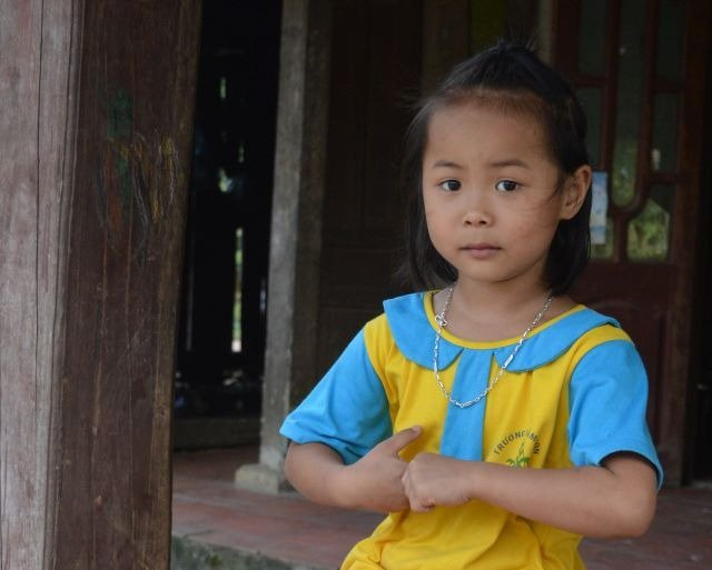 Little vietnamese girl in xuan son national park