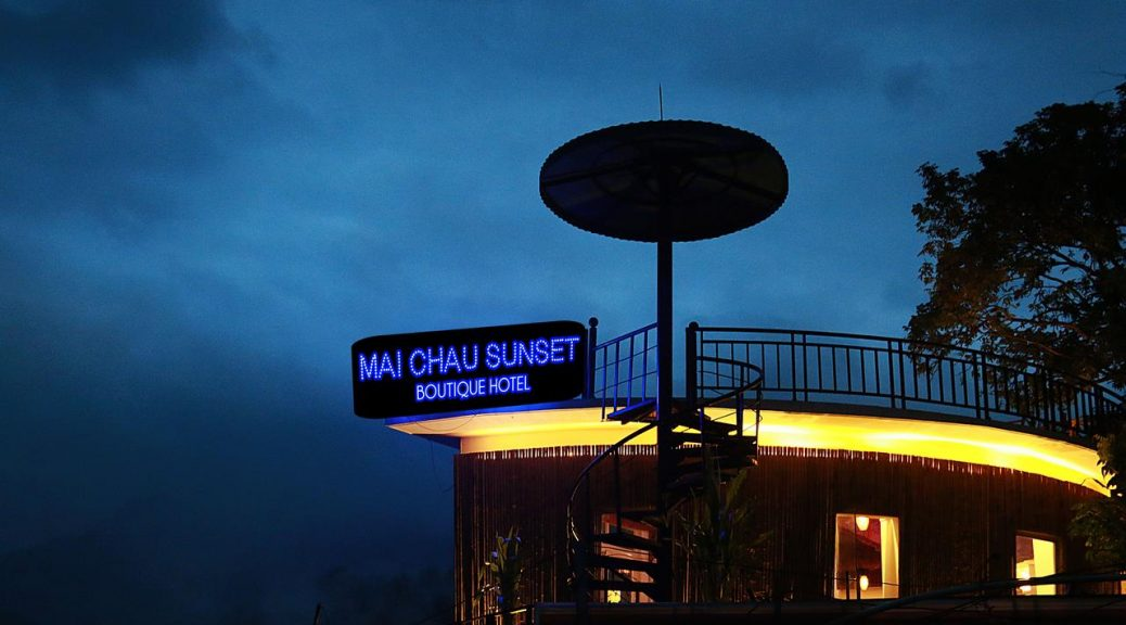 Mai Chau Sunset Boutique Hotel Night time signage